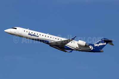 SkyWest Airlines (USA) Bombardier CRJ700 (CL-600-2C10) N752SK (msn 10209) LAX (Michael B. Ing). Image: 940201.