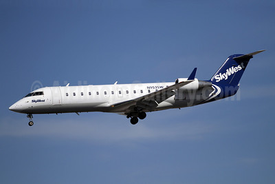 SkyWest Airlines (USA) Bombardier CRJ200 (CL-600-2B19) N953SW (msn 7813) SAN (James Helbock). Image: 906075.