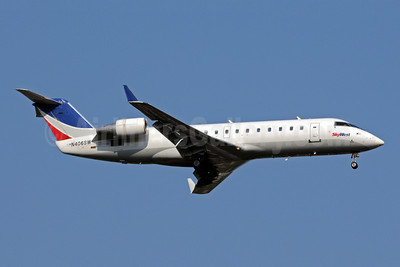 SkyWest Airlines (USA) Bombardier CRJ200 (CL-600-2B19) N406SW (msn 7030) SEA (Bruce Drum). Image: 101030.