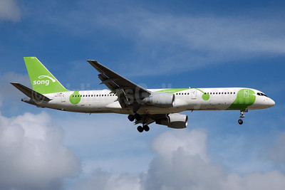 Song (Delta Air Lines) Boeing 757-232 N6702 (msn 30188) FLL (Bruce Drum). Image: 105195.