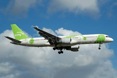 Song (Delta Air Lines) Boeing 757-232 N6701 (msn 30187) FLL (Bruce Drum). Image: 105194.