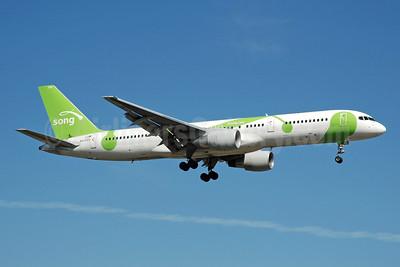 Song (Delta Air Lines) Boeing 757-232 N6708D (msn 30480) FLL (Bruce Drum). Image: 105197.