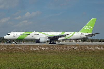 Song (Delta Air Lines) Boeing 757-232 N6713Y (msn 30777) FLL (Bruce Drum). Image: 105199.