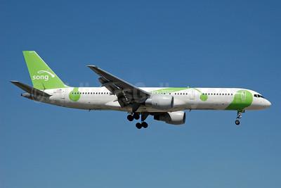 Song (Delta Air Lines) Boeing 757-232 N67171 (msn 30839) FLL (Bruce Drum). Image: 105200.