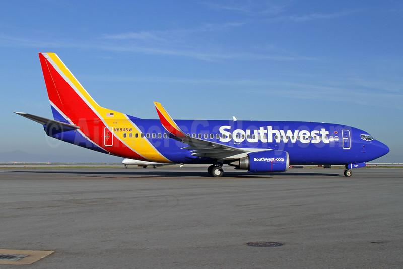 Southwest Airlines Boeing 737-3H4 HL N654SW (msn 28399) SFO (Mark Durbin). Image: 925717.