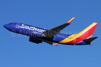 Southwest Airlines Boeing 737-7H4 WL N411WN (msn 29821) BUR (Michael B. Ing). Image: 954354.