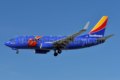 Southwest Airlines Boeing 737-7H4 WL N409WN (msn 27896) (Triple Crown One) LAS (Ken Petersen). Image: 941201.