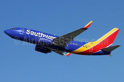 Southwest Airlines Boeing 737-7H4 WL N424WN (msn 29828) BUR (Michael B. Ing). Image: 954356.