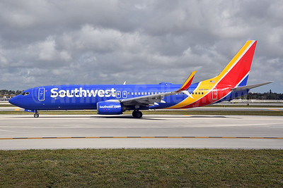 Southwest Airlines  Boeing 737-8H4 SSWL N8698B (msn 36977) FLL (Bruce Drum). Image: 104620.