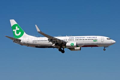 Sun Country Airlines (Transavia Airlines) Boeing 737-800 WL PH-HXG (msn 41355) (Transavia colors) MIA (Gunter Mayer). Image: 953338.