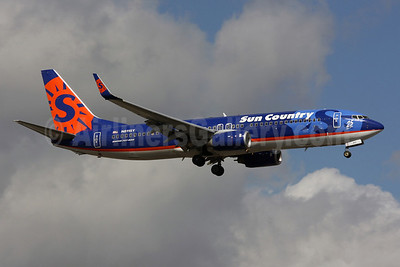 Sun Country Airlines Boeing 737-8BK WL N811SY (msn 29660) (25 Years logo) MIA (Brian McDonough). Image: 901884.