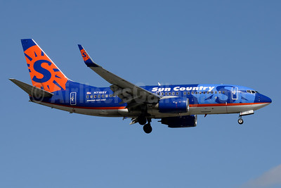 Sun Country Airlines Boeing 737-7Q8 WL N716SY (msn 30629) PBI (Jay Selman). Image: 403639.