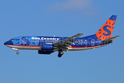 Sun Country Airlines Boeing 737-7Q8 N712SY (msn 28219) LAX (Michael B. Ing). Image: 921546.