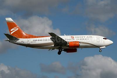 Swift Air (2nd) (USA) Boeing 737-3B7 N531AU (msn 24478) MIA (Jay Selman). Image: 403405.