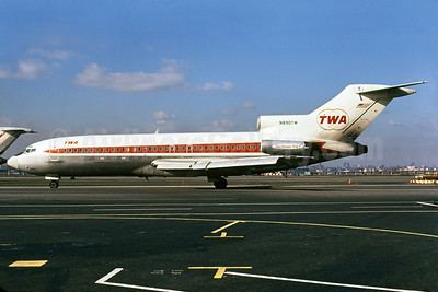 TWA (Trans World Airlines) Boeing 727-31C N890TW (msn 19229) LGA (Bruce Drum). Image: 102466.