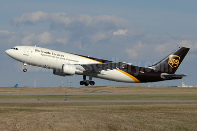 UPS Airlines (UPS-Worldwide Services) Airbus A300F4-622R N129UP (msn 813) YYC (Chris Sands). Image: 928766.
