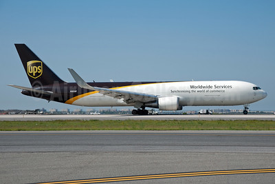 UPS Airlines (UPS-Worldwide Services) Boeing 767-34AF ER WL N302UP (msn 27240) JFK (Fred Freketic). Image: 935523.