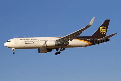 UPS Airlines (UPS-Worldwide Services) Boeing 767-34AF ER WL N327UP (msn 27753) PHL (Brian McDonough). Image: 941118.