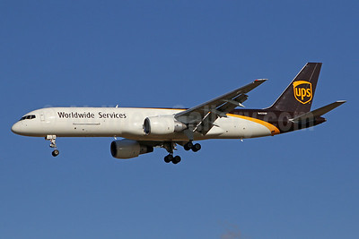 UPS Airlines (UPS-Worldwide Services) Boeing 757-24APF N425UP (msn 25370) PHL (Brian McDonough). Image: 941115.