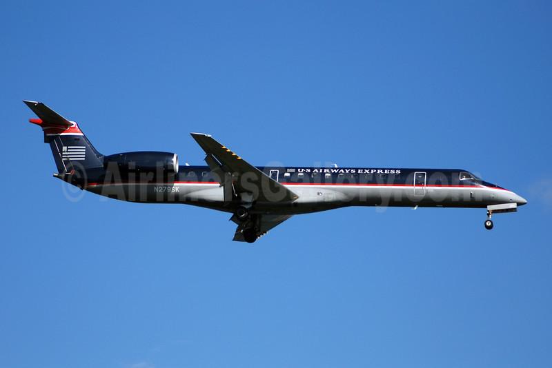 US Airways Express-Chautauqua Airlines Embraer ERJ 145LR (EMB-145LR) N279SK (msn 145379) DCA (Bruce Drum). Image: 100880.