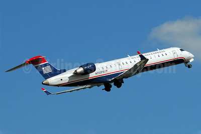 US Airways Express-PSA Airlines (2nd) Bombardier CRJ700 (CL-600-2C10) N702PS (msn 10135) CLT (Dave Campbell). Image: 904048.