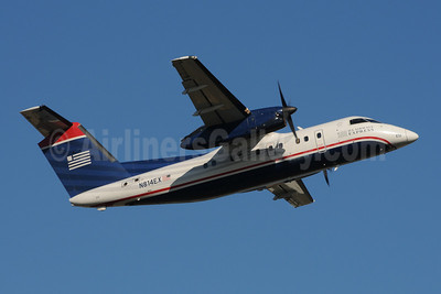 US Airways Express-Piedmont Airlines (2nd) Bombardier DHC-8-102 Dash 8 N814EX (msn 318) CLT (Bruce Drum). Image: 102364.
