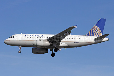 United Airlines Airbus A319-131 N807UA (msn 798) LAX (Michael B. Ing). Image: 908965.