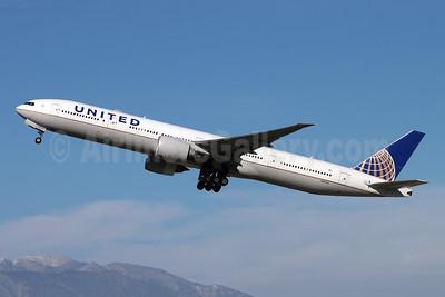 United Airlines Boeing 777-300 ER N2534U (msn 62645) RIV (Michael B. Ing). Image: 953425.