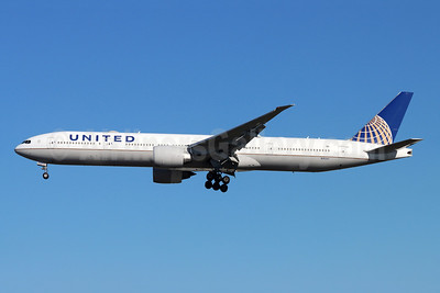 United Airlines Boeing 777-300 ER N2534U (msn 62645) LAX (Michael B. Ing). Image: 953424.