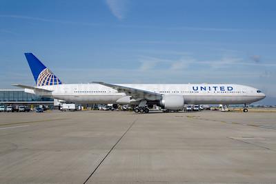 United Airlines Boeing 777-300 ER N2142U (msn 63722) LHR (Wingnut). Image: 949061.