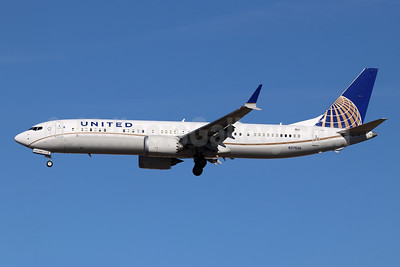 United Airlines Boeing 737-9 MAX 9 N37506 (msn 43432) LAX (Michael B. Ing). Image: 945288.