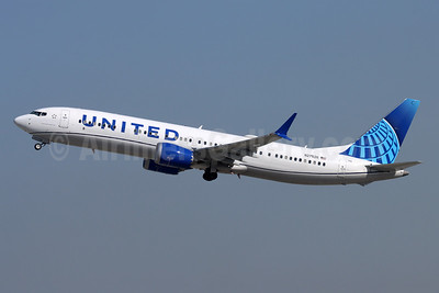 United Airlines Boeing 737-9 MAX 9 N27526 (msn 64499) LAX (Michael B. Ing). Image: 955436.