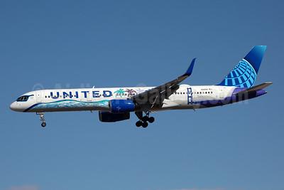 United Airlines Boeing 757-224 WL N14106 (msn 27296) (Her Art Here) LAS (Rainer Bexten). Image: 951223.