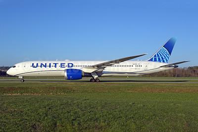 United Airlines Boeing 787-9 Dreamliner N23983 (msn 66140) ZRH (Rolf Wallner). Image: 953410.