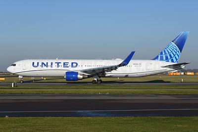 United Airlines Boeing 767-322 ER WL N656UA (msn 25394) AMS (Ton Jochems). Image: 948646.