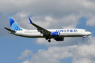 United Airlines Boeing 737-9 MAX 9 N37527 (msn 43463) IAD (Tony Storck). Image: 954535.