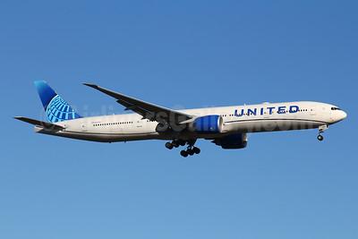 United Airlines Boeing 777-300 ER N2250U (msn 66590) FRA (Marcelo F. De Biasi). Image: 950099.