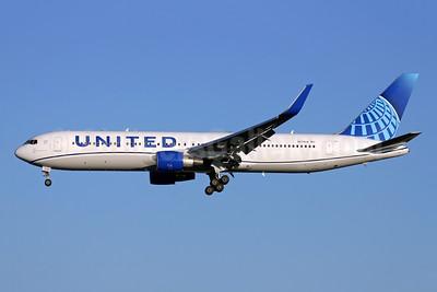 United Airlines Boeing 767-322 ER WL N674UA (msn 29242) LHR (Antony J. Best). Image: 948476.