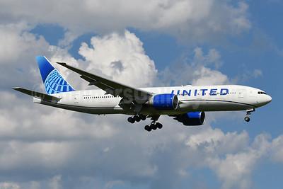 United Airlines Boeing 777-224 ER N69020 (msn 31687) IAD (Tony Storck). Image: 954534.