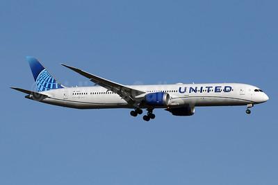 United Airlines Boeing 787-10 Dreamliner N14011 (msn 40934) IAD (Brian McDonough). Image: 949027.