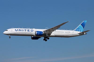 United Airlines Boeing 787-10 Dreamliner N12010 (msn 40926) LAX (Michael B. Ing). Image: 955099.