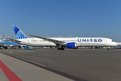 United Airlines Boeing 787-10 Dreamliner N14011 (msn 40934) AMS (Ton Jochems). Image: 950075.
