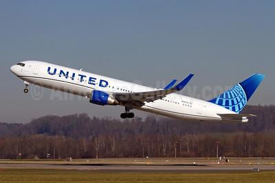 United Airlines Boeing 767-322 ER WL N656UA (msn 25394) ZRH (Andi Hiltl). Image: 949005.
