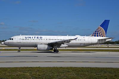 United Airlines Airbus A320-232 N495UA (msn 1842) FLL (Bruce Drum). Image: 104495.