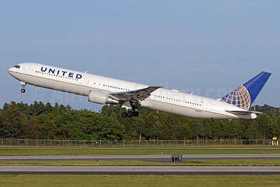 United Airlines Boeing 767-424 ER N66051 (msn 29446) IAD (Brian McDonough). Image: 939541.