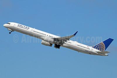 United Airlines Boeing 757-33N WL N57862 (msn 32586) LAX (Michael B. Ing). Image: 929799.