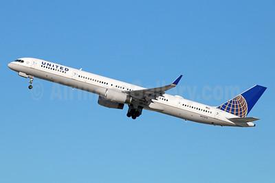 United Airlines Boeing 757-33N WL N57870 (msn 33525) LAX (Michael B. Ing). Image: 931569.