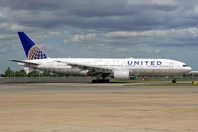 United Airlines Boeing 777-222 ER N206UA (msn 30212) LHR (SPA). Image: 936599.