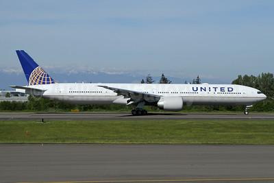 United Airlines Boeing 777-322 ER N2140U (msn 62651) PAE (Nick Dean). Image: 937757.