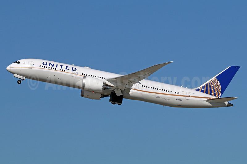 United Airlines Boeing 787-9 Dreamliner N27965 (msn 37815) LAX (Michael B. Ing). Image: 935906.